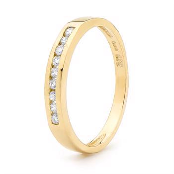 9 kt guldring m/ 9 stk 0,02 ct diamanter